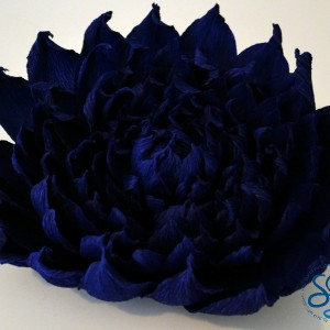 Fiore in carta crespa blu/Flower in blue crepe paper