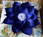 Fiore in cartoncino blu/Flower in blue cardboard